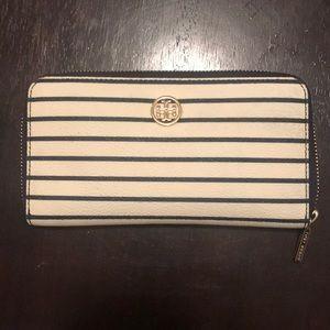 Handbags - Tory Burch Robinson wallet